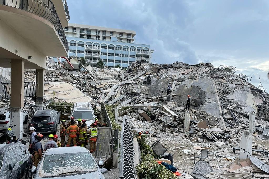 Suman 12 muertos tras derrumbe de edificio en Miami