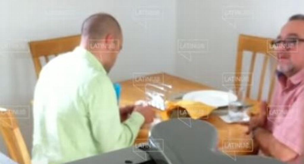 Captan a otro hermano de AMLO recibiendo dinero