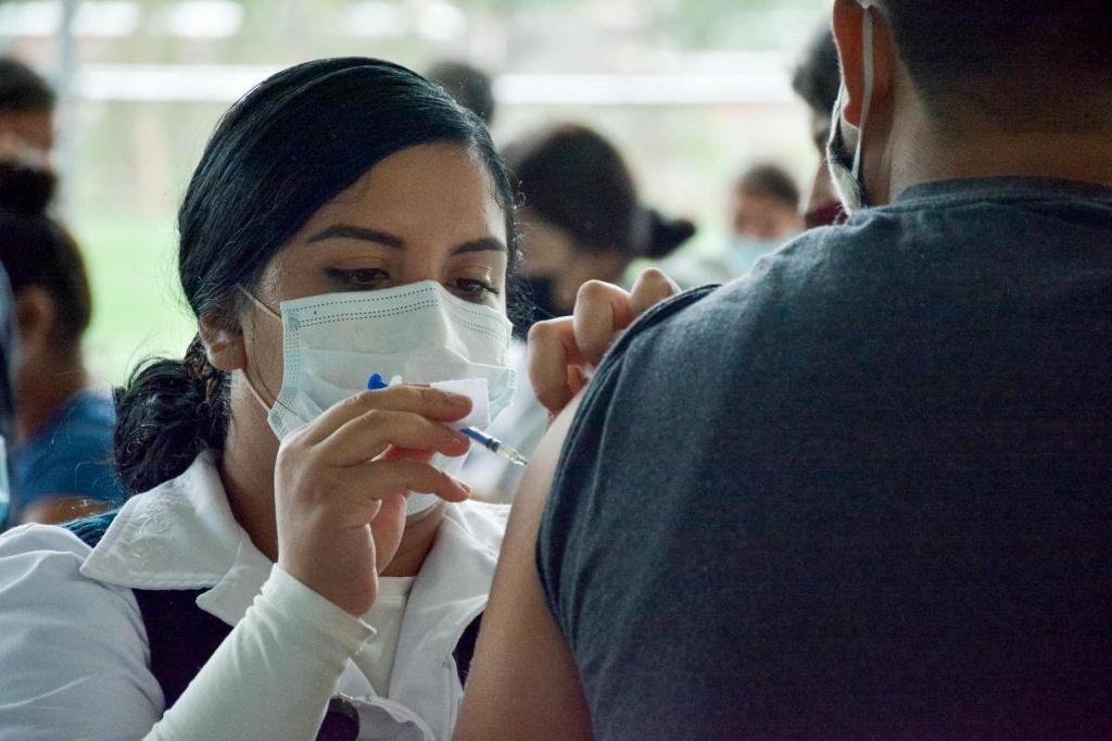 Personas de Guanajuato y Zacatecas vienen a vacunarse a Ags