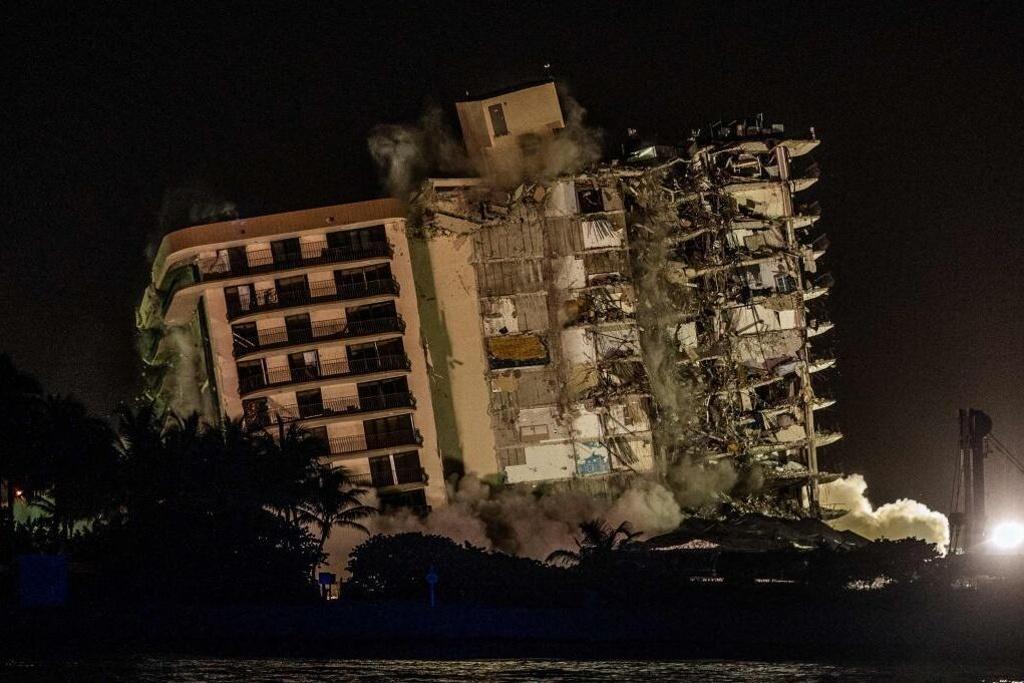 Restos del edificio desplomado en Miami fueron derribados con explosivos
